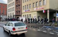 Policja obstawia siedzibę PiS