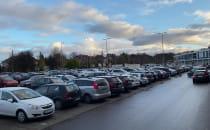 Zewnętrzny parking Klifu zapełniony