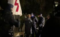 Policja interweniuje przy pomniku...