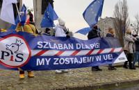 Magdalena Adamowicz przemawia podczas protestu na pl. Solidarności