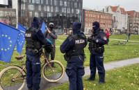 Policja legitymuje ludzi na pl. Solidarności