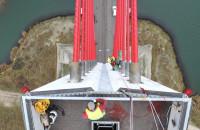 Alpiniści weszli na most wantowy