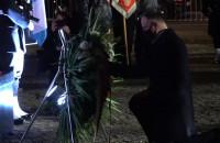 Prezydent Andrzej Duda składa wieniec pod pomnikiem Grudnia '70
