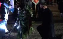 Prezydent Andrzej Duda składa kwiaty pod...