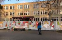 Świąteczne dekoracje na Zespole Szkół nr 2 w Oliwie