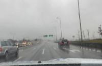 Fatalne warunki. Ślisko i silny deszcz na obwodnicy