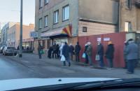Ogromna kolejka po pieczywo w Gdyni