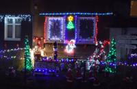 Świąteczne iluminacje balkonów i posesji