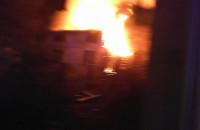 Noncy pożar opuszconego bydynku w Gdyni, na Leszcynkach
