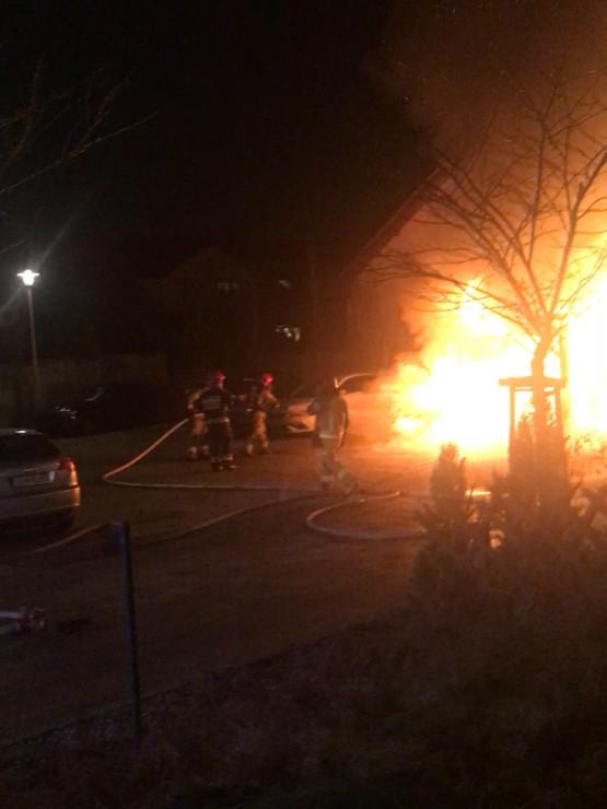 Pożar śmietnika i samochodu na Osowej