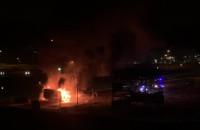 Trwa akcja gaśnicza po pożarze ciężarówki