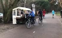 Budka z kawą na drodze dla rowerów