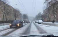Nieodśnieżona droga na ul. Kartuskiej