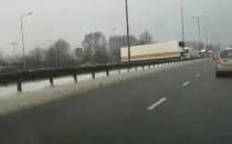 Ciężarówka blokuje przejazd na Sucharskiego