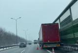 Ciężarówka na poboczu na wysokości węzła Osowa