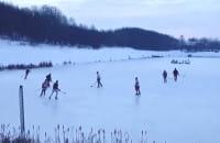 Nie morsują, grają w hokeja