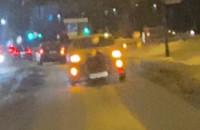 Korek przez samochód z przyczepką