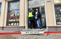 Policyjni technicy na miejscu napadu na jubilera we Wrzeszczu