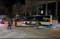 Autobus ściął latarnię w Redłowie