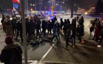 Manifestanci ruszyli z pl. Solidarności w...