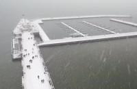 Śnieżyca nad molo w Sopocie