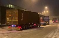 Ciężarówki stoją na wjeździe na Estakadę