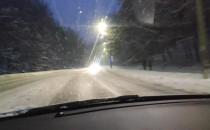Duże opady śniegu. Auto to anglik.