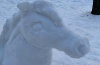Śnieżne rzeźby na Oruni Górnej