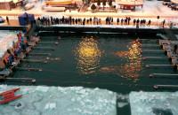 20 minut w lodowatej wodzie. Ekstremalne pływanie w Gdyni