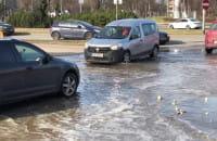 Woda na ulicy Obrońców Wybrzeża