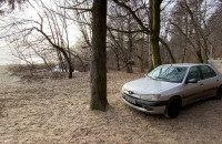 Porzucili auto przy plaży w Kolibkach