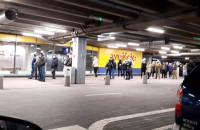 Tłum ludzi w kolejce do IKEI