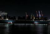 Olbrzymi kontenerowiec wchodzi do portu w Gdańsku