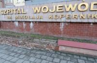 Zniszczony mur przy Szpitalu Wojewódzkim