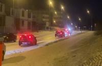 Guderskiego - oblodzone ulice. Auta ...