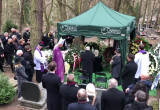 Urna z prochami Piotra Świąca spoczęła na cmentarzu Srebrzysko