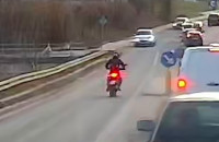 Motocyklista popędził pasem pod prąd