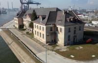 Zabytkowy gmach Poczty Morskiej na terenie Portu Gdańsk