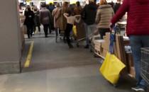 Kolejka do kas w Ikei nie ma końca