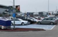 Spokój na parkingu w Castoramie