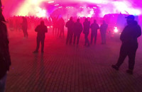 Kibice Lechii dopingują pod stadionem
