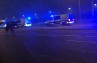 Kibice i policja pod stadionem