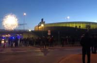 Kibice odpalili fajerwerki pod stadionem
