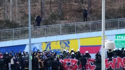 Legitymowanie kibiców pod stadionem