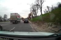 Wystające studzienki z jezdni