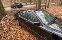 Rozbite BMW w rowie na serpentynie ul Sopockiej