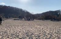 Plażowicze korzystają z ładnej pogody w Babich Dołach