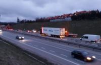 Skutki zderzenia aut na obwodnicy w Gdyni