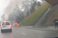 Estakada - pożar auta