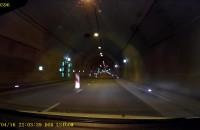 Niebezpieczne zachowanie w tunelu